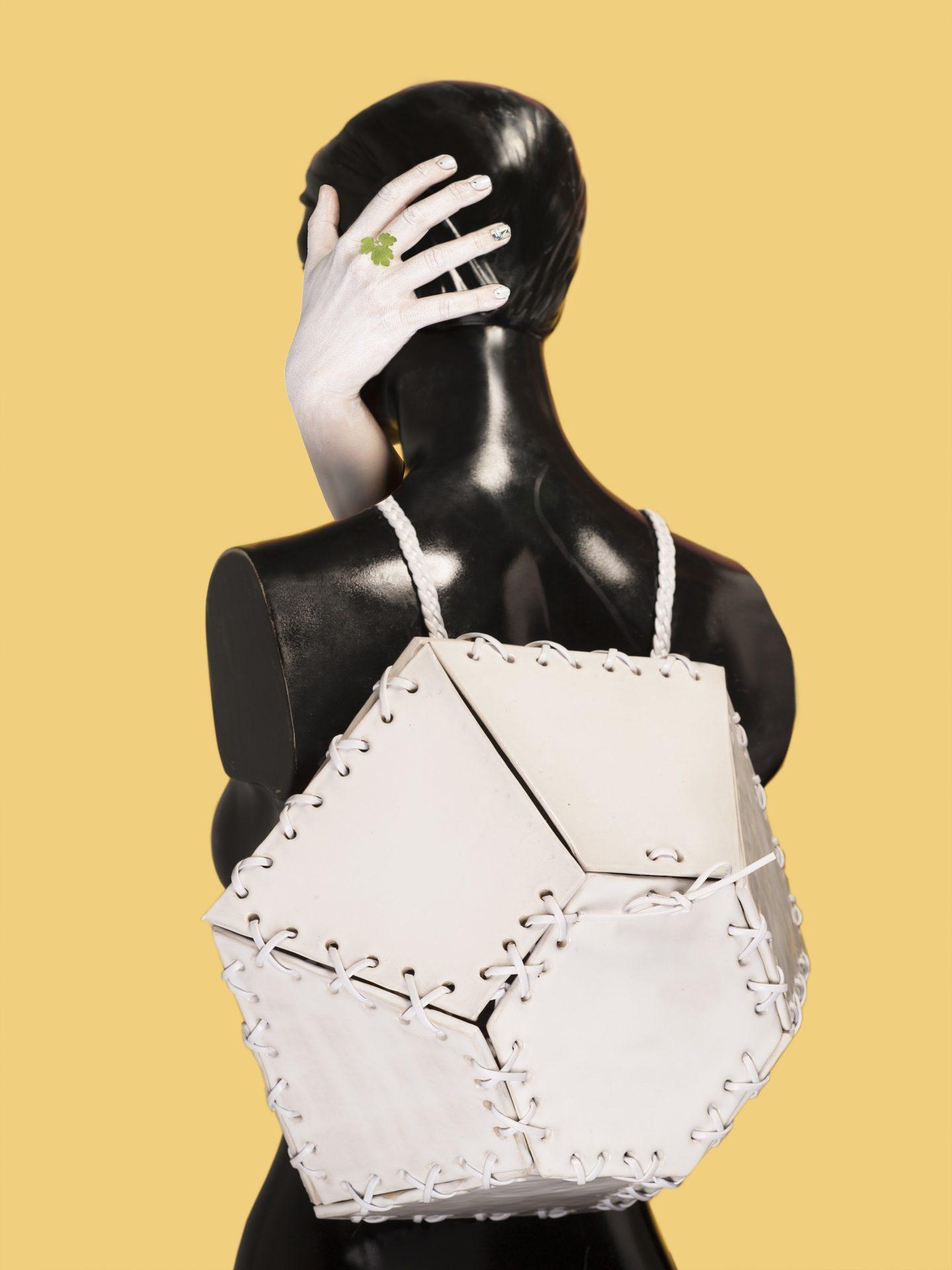 Bagamic ceramic backpack by Solemika & Michał Wójciak. fot.: Marzena Kolarz
